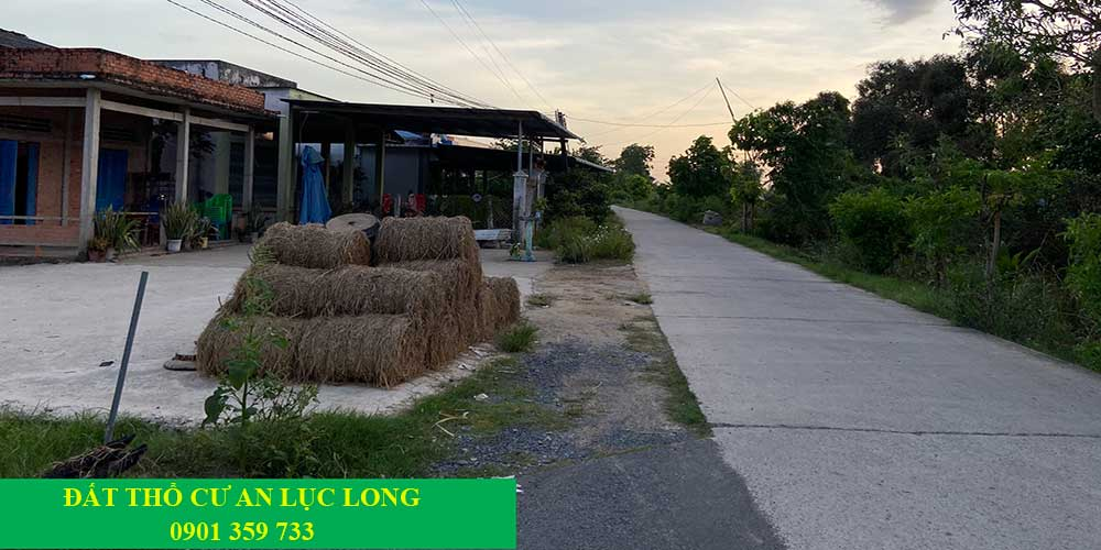 Nhà hàng xóm kế bên đất An Lục Long